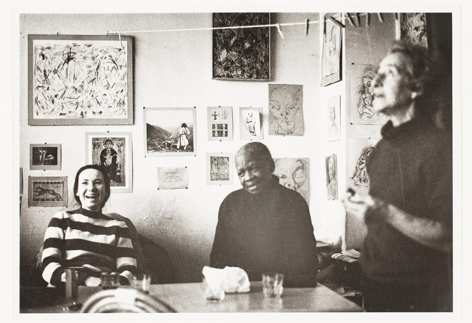 Ernest Mancoba och Sonja Ferlov och med en vän